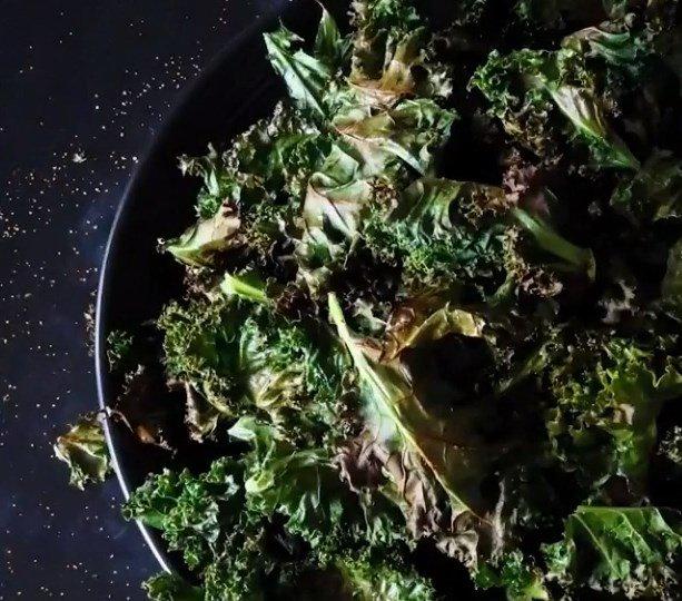 Keto diet snacks - Crispy & Delicious Kale Chips