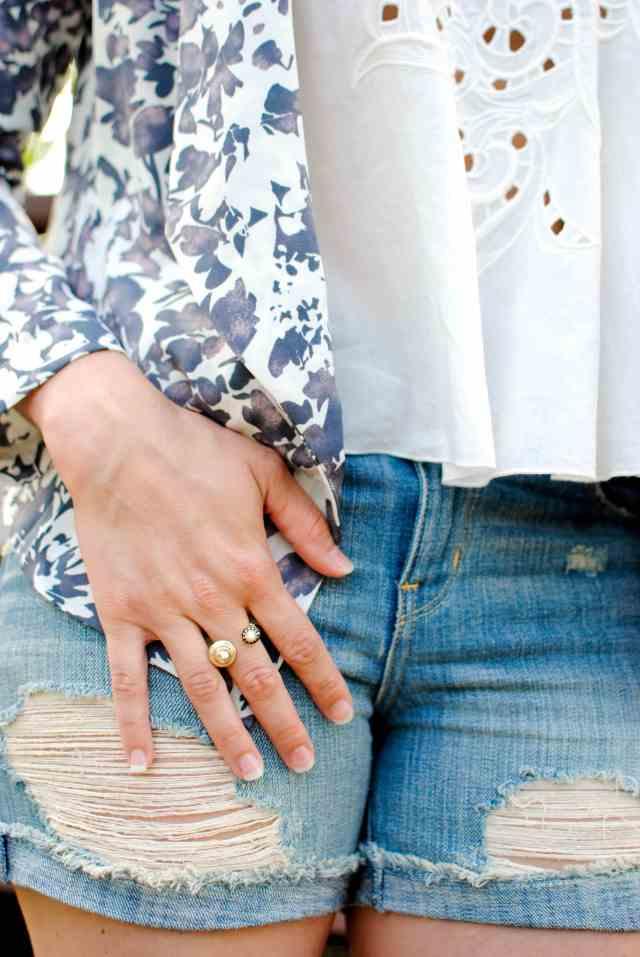 kendra scott ring, boyfriend destroyed shorts