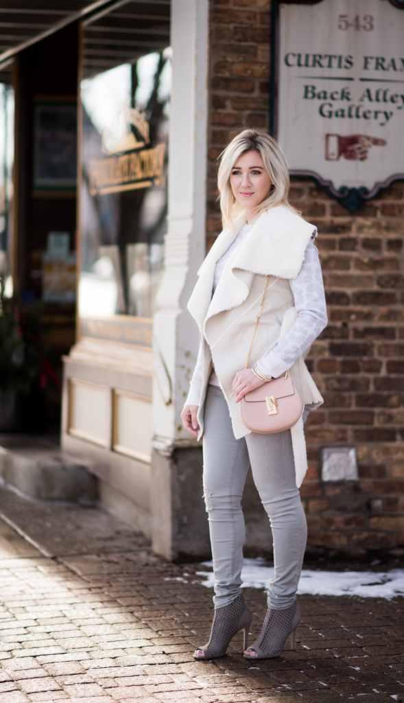 chloe drew pink bag, cream vest, frame grey denim