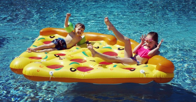 pool pizza floatie