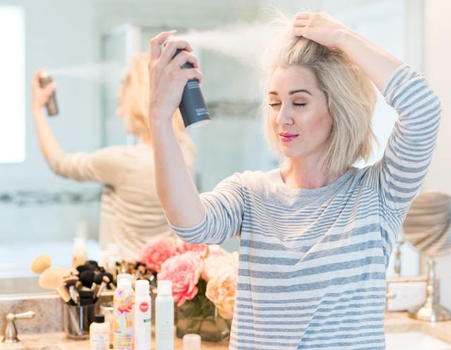 how to apply dry shampoo