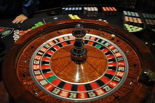 how to play roulette wheel and win