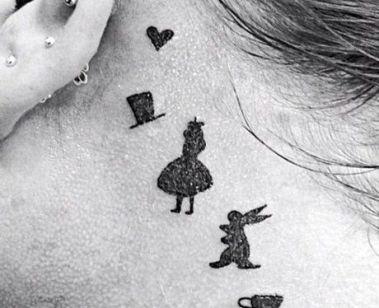 tatuaggi piccoli femminili alice nel paese delle meraviglie