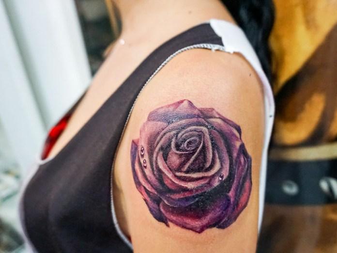 tatuaggi fiori braccio