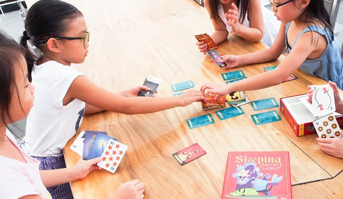 Holiday Gift Guide: 10 Fun Games for Family Bonding