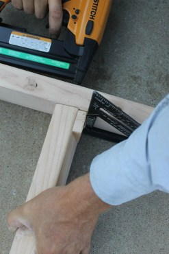 diy ladder tutorial - use triangle measure 90 degrees