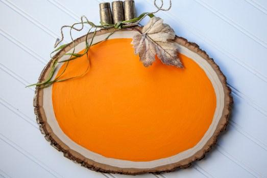 Outdoor Fall Decorating Ideas - orange pumpkin wood slice diy