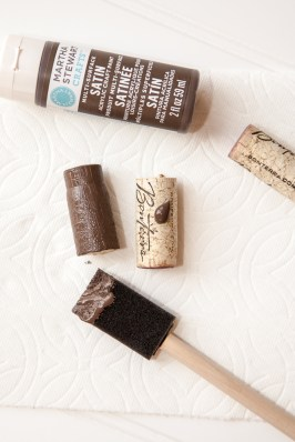 Outdoor Fall Decorating Ideas - gold brown paint brush wine cork diy open