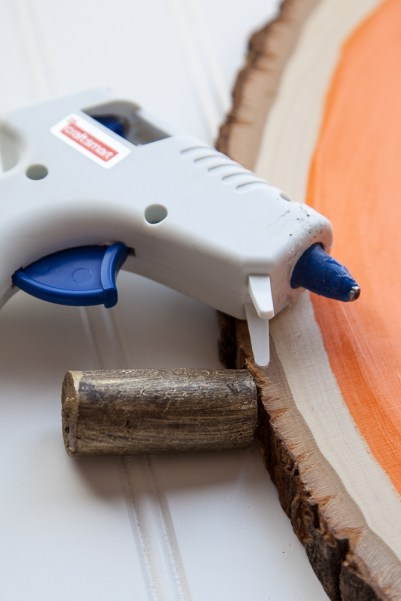 Outdoor Fall Decorating Ideas - hold hot glue wine cork diy