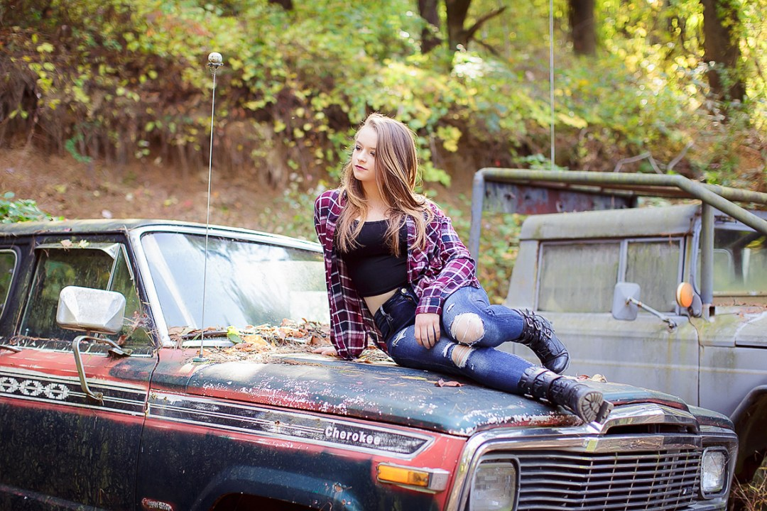 senior photos with vintage jeep