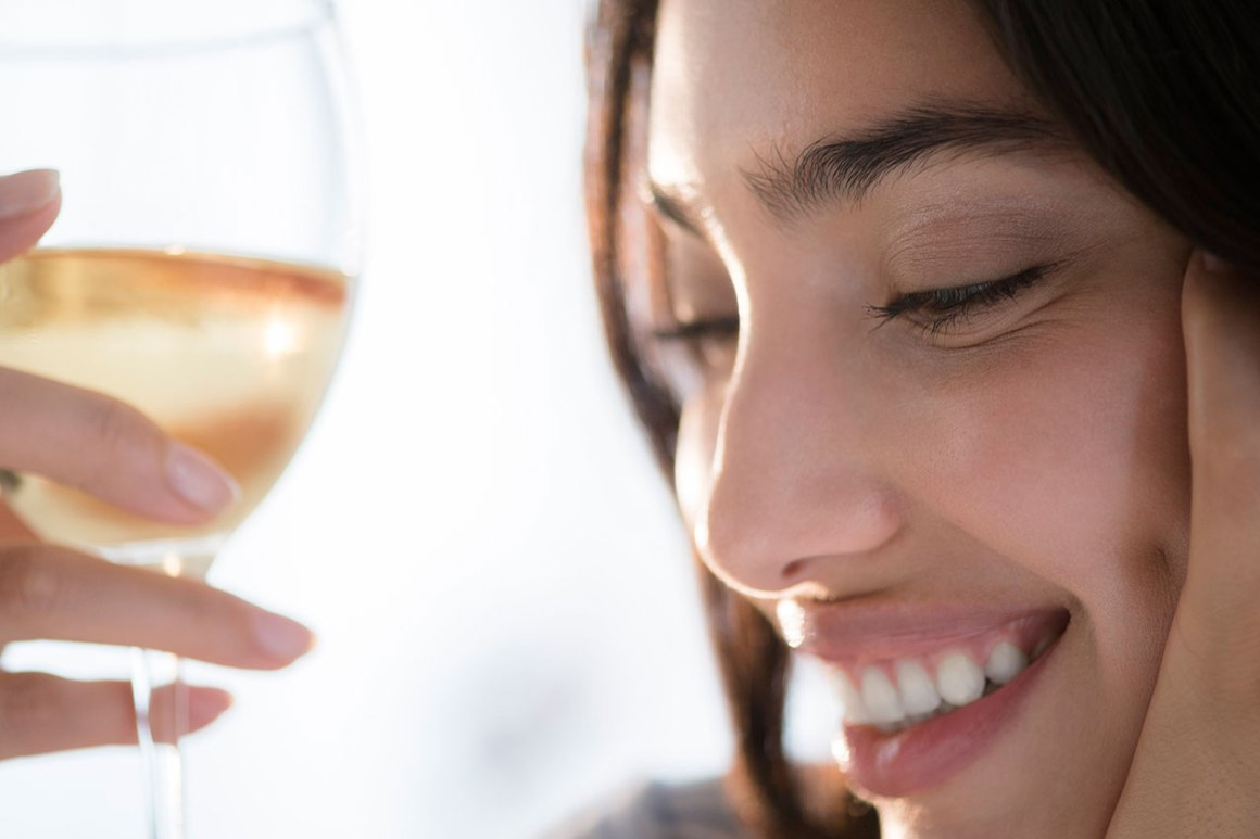 Alcohol-and-skin-how-drinking-affects-your-complexion