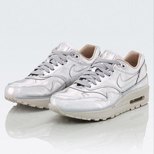 Nike WMNS Air Max 1 SP Liquid Silver_3