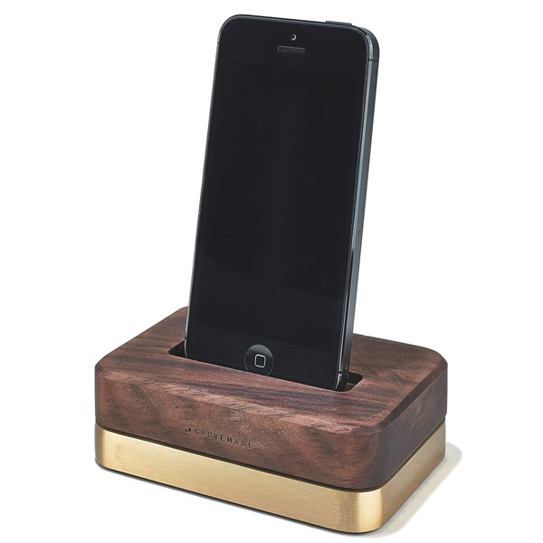 GROVEMADE Limited Edition iPhone Dock in Brass and Walnut_2