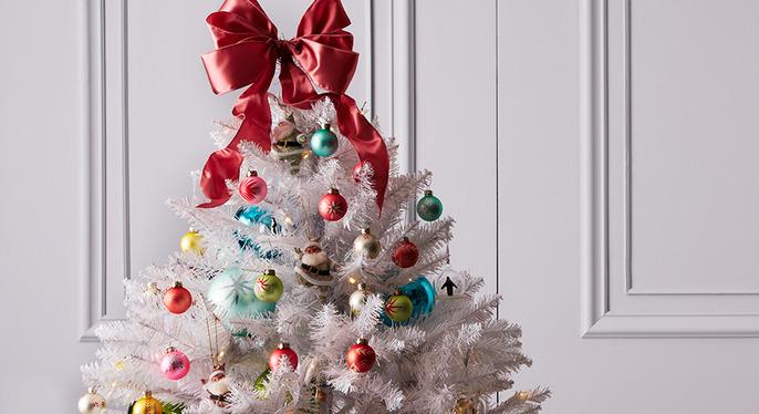 Holiday Decor: White & Bright at Gilt