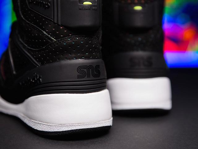 Sneakersnstuff x Reebok The Pump Blacklights_4