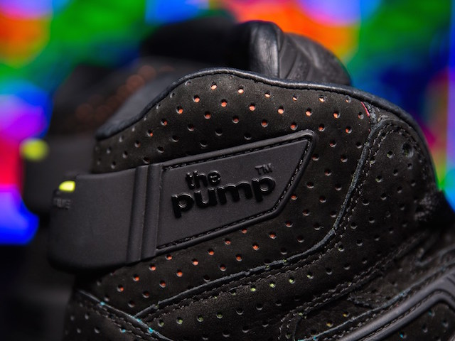 Sneakersnstuff x Reebok The Pump Blacklights_5