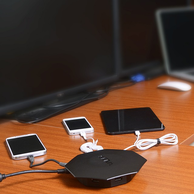 Skiva Powerflow OctoFire 8-Port USB Charger