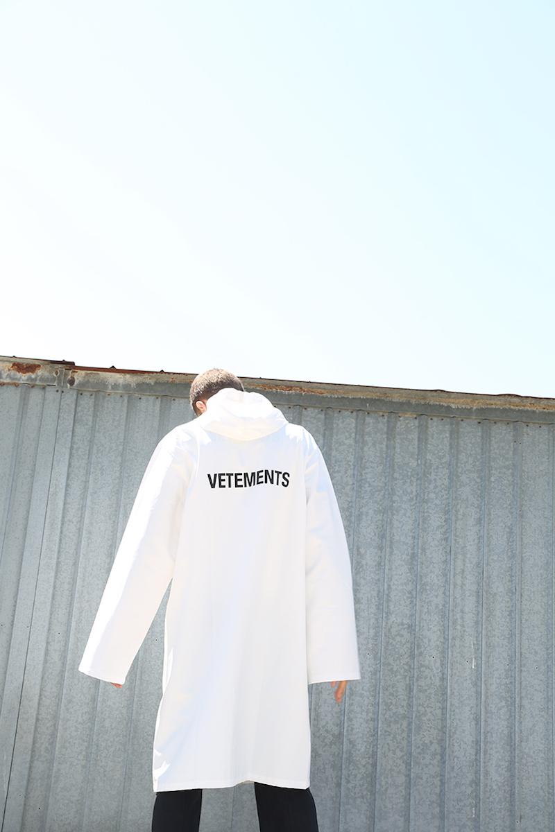 Vetements Vetements Logo Raincoat in White