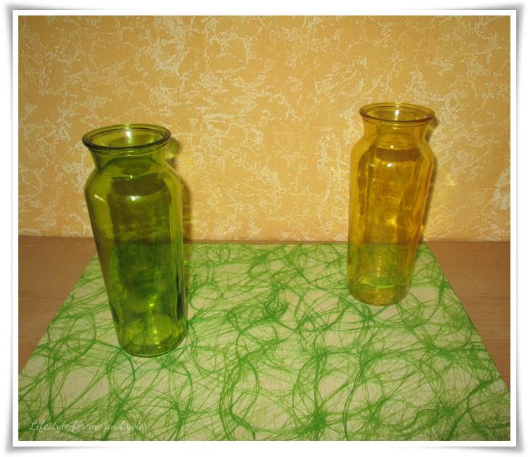 DIY_Spanplatte_Hintergrund_Untergrund_gruener-Stoff-mit Vasen