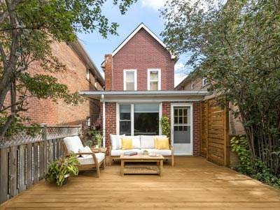 simple peices in backyard and deck design