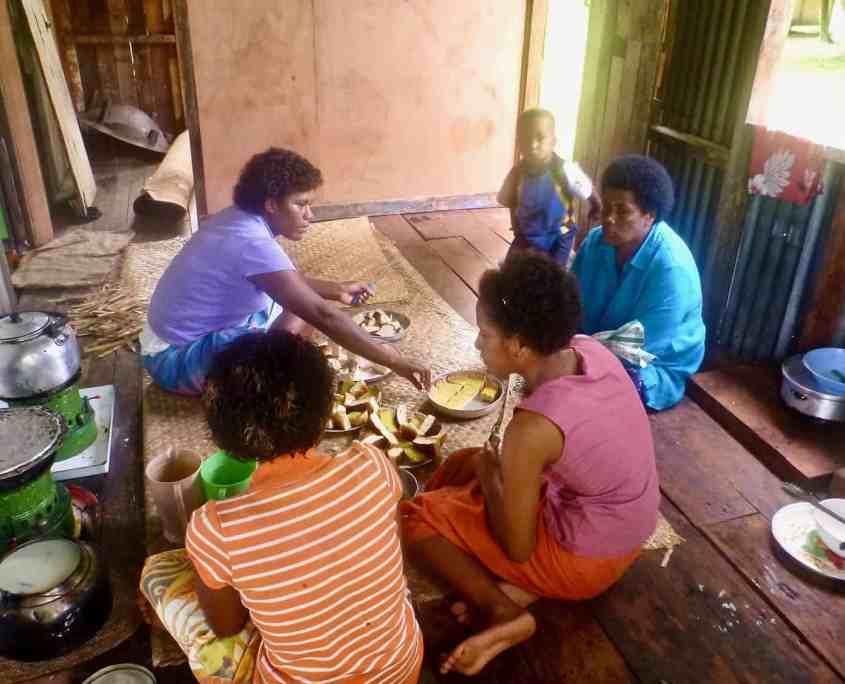 Fijian culture: women preparing lunch