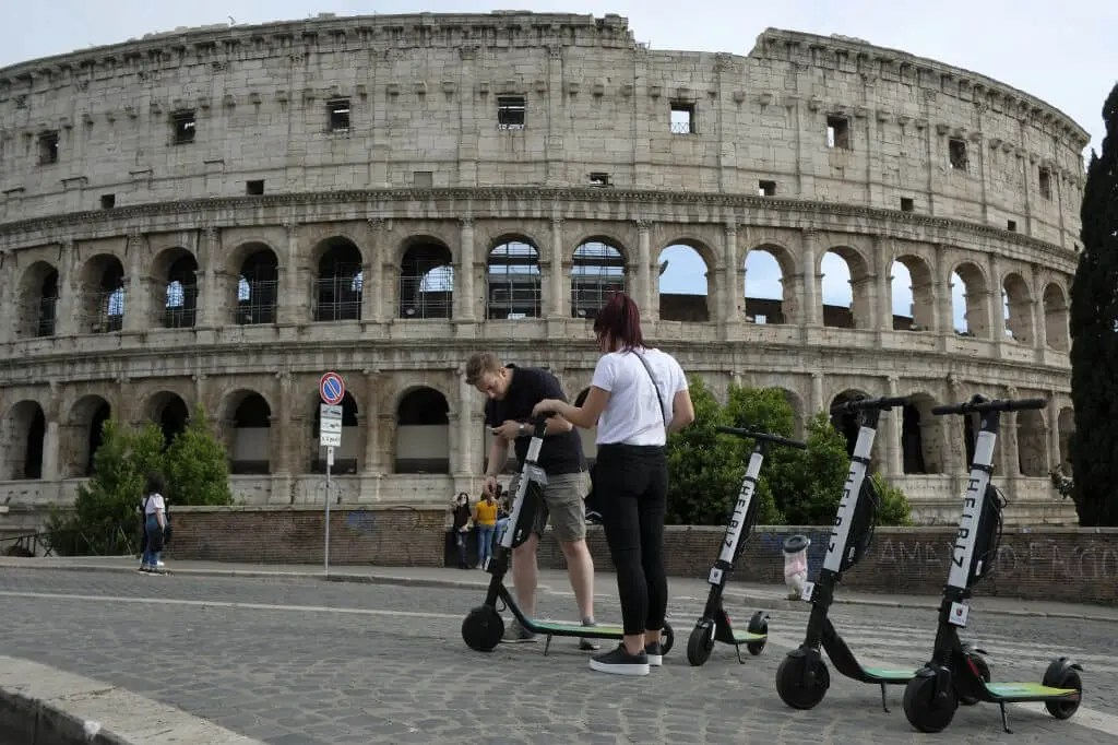 helbiz electric scooter sharing  in rome