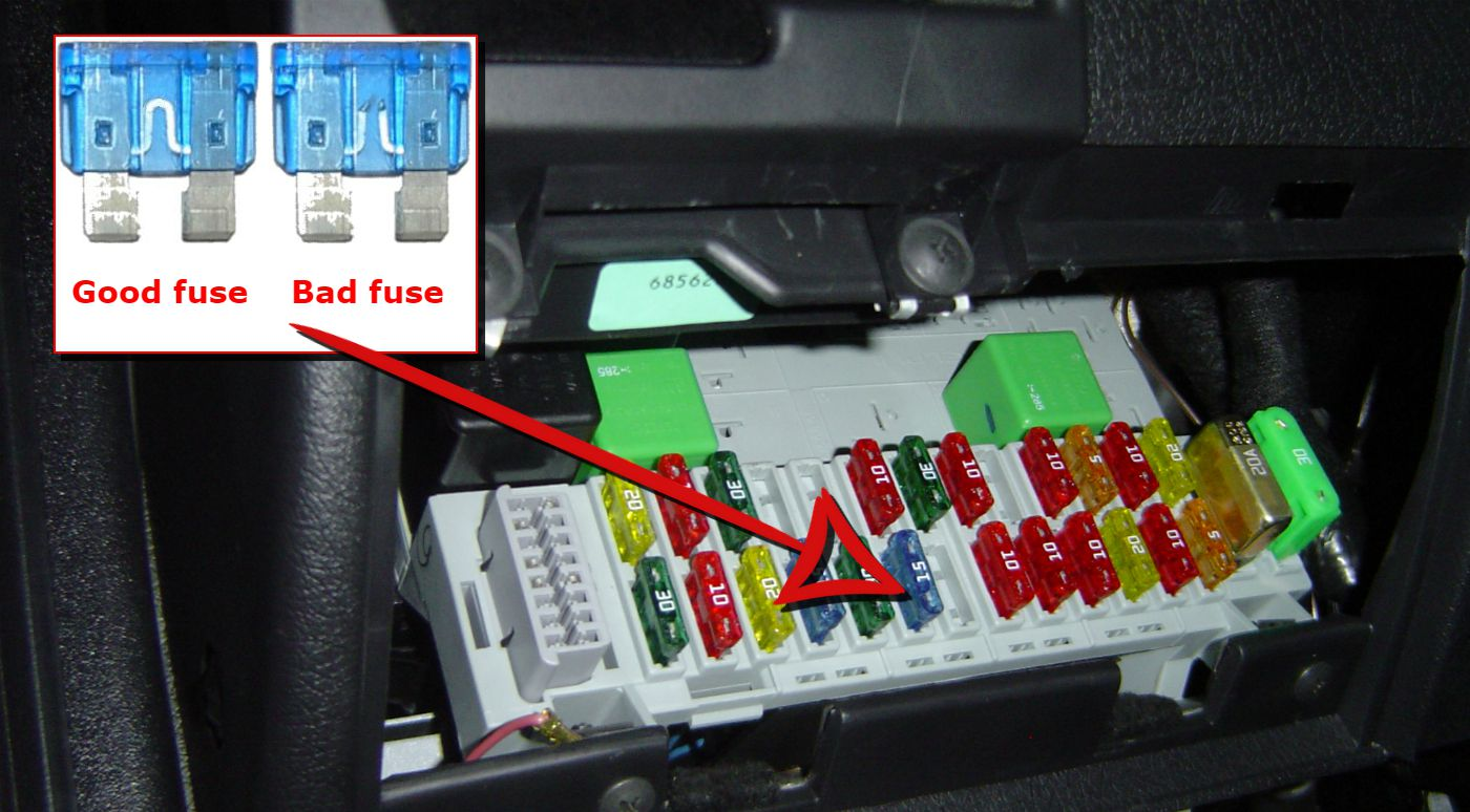hight resolution of car fuse box with good and blown fuse examples