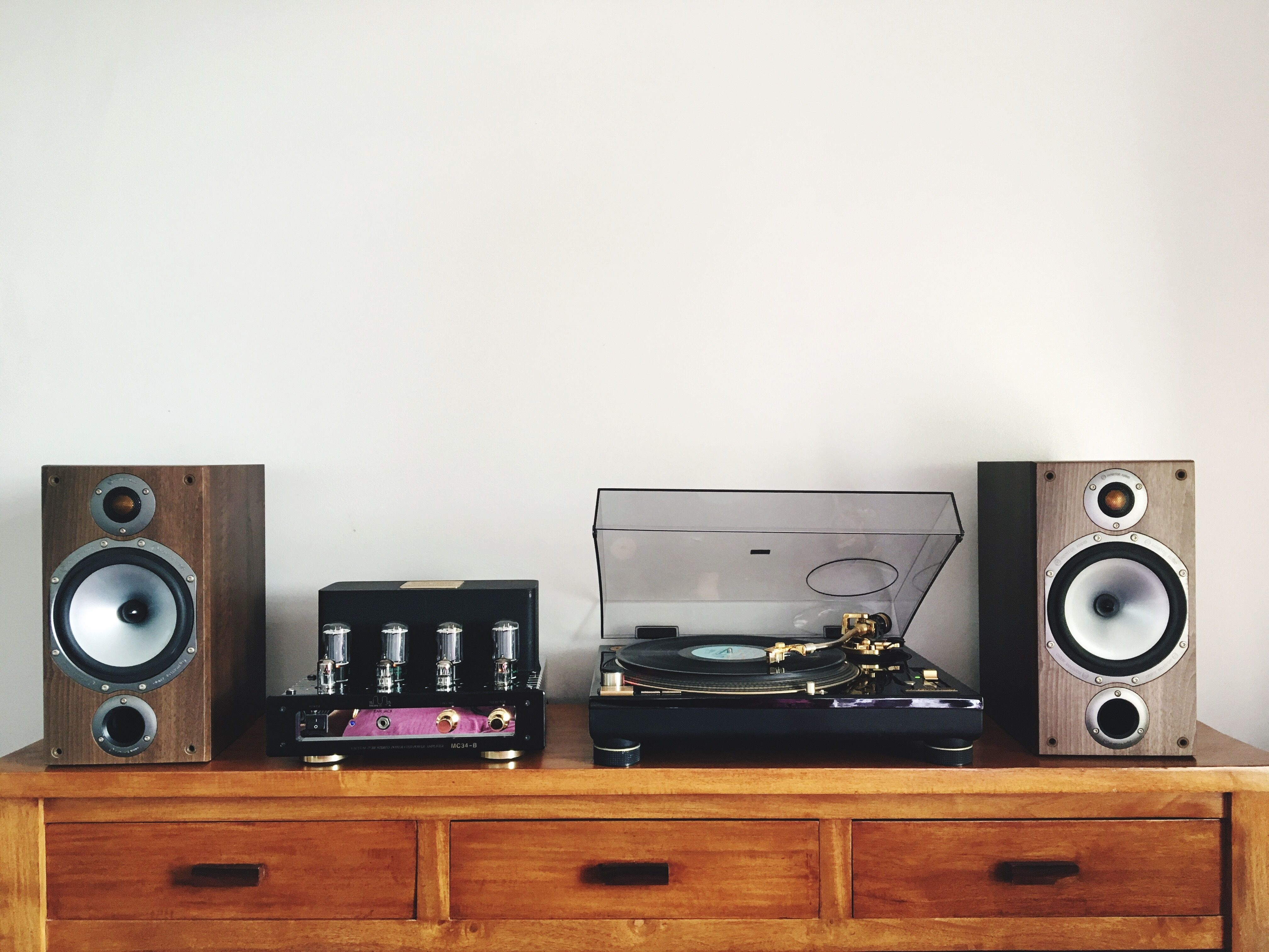 print sofa set cost plus sofas clonmel how to place stereo speakers for the best sound