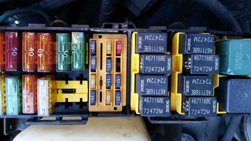 medium resolution of car fuse box making clicking noise