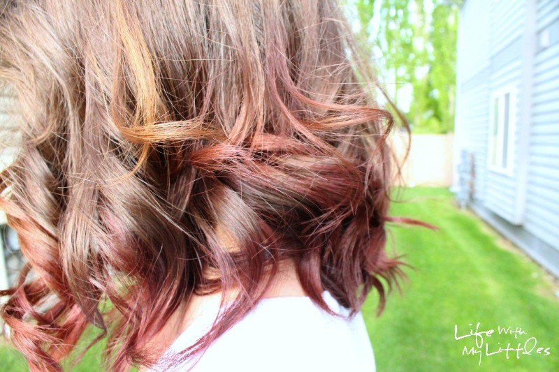How to temporarily dip-dye your hair with Kool-Aid. Get the perfect ombre or colorful streak for summer with this fast and temporary hair coloring trick!