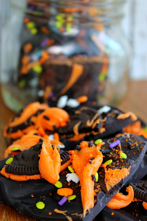 Halloween Cookies and Cream Bark