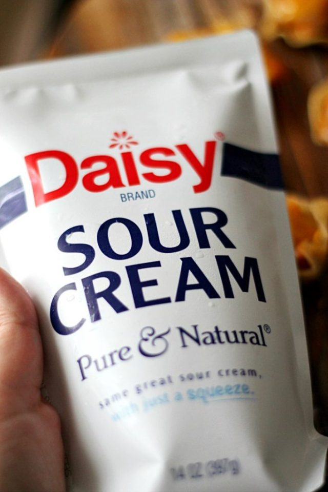 Daisy Squeeze Sour Cream
