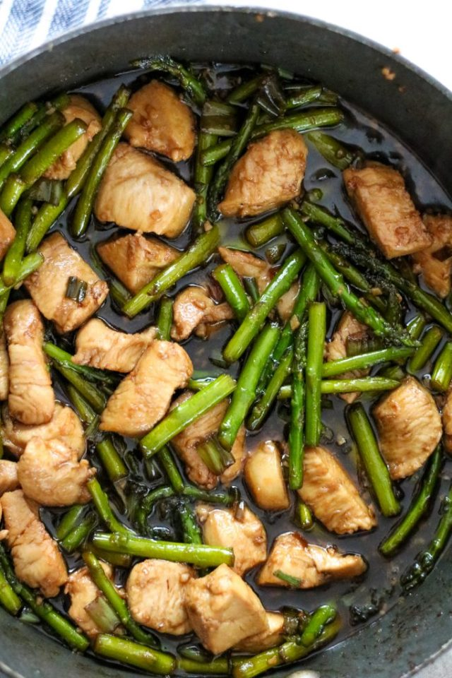 Chicken and asparagus stir fry, yum (1 of 1)