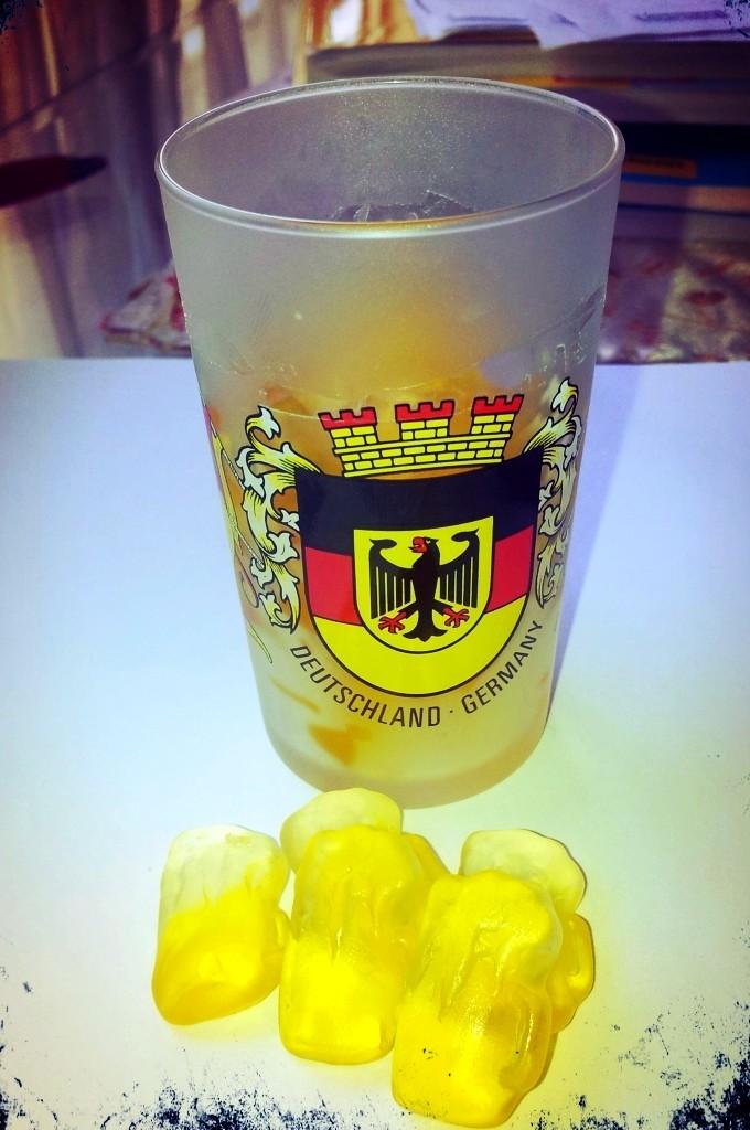 Viagem para Alemanha - Copinho de cerveja com gomas