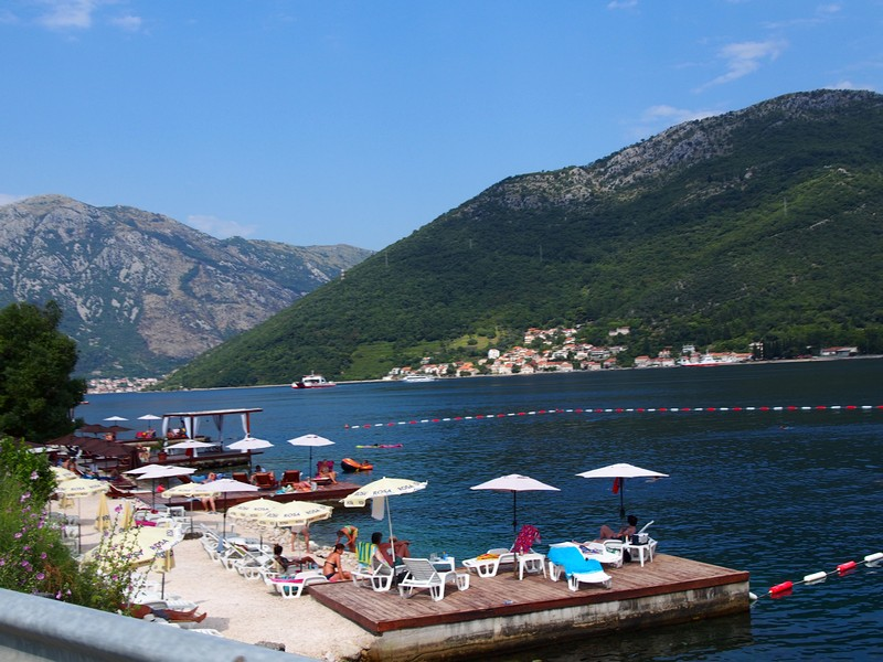 Perast Montenegro - Dirigindo pela Baía de Kotor