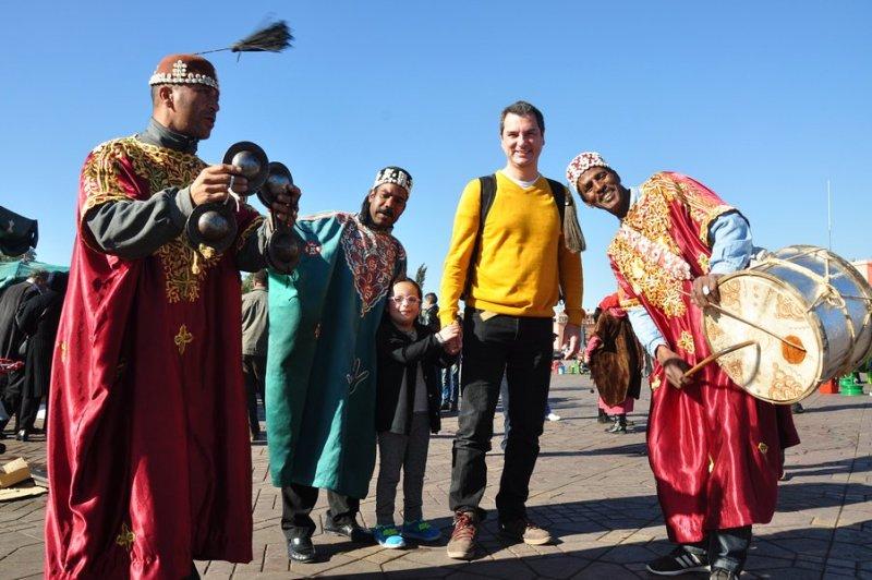 Dicas Viagem Marrakech em Marrocos - Vendedores e artistas marroquinos na Praça Jemaa el Fna em Marraquexe e outros locais