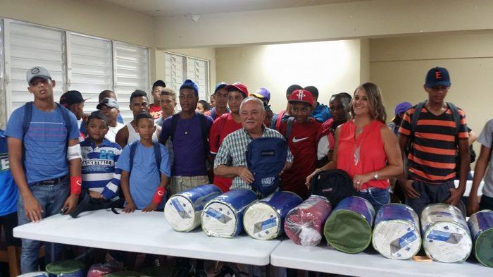 Donaciones-equipo-beisbol-infantil-RD-700x393
