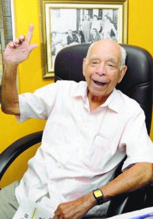 Reynaldo -Pappy- Bisonó, dirigente histórico de las Aguilas, conversa con redactores de HOY.