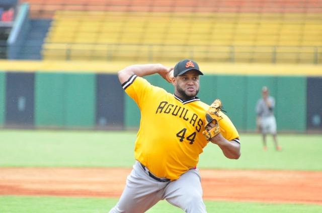 Pese a lluvias : Águilas reciben a 20 nuevos jugadores en prácticas
