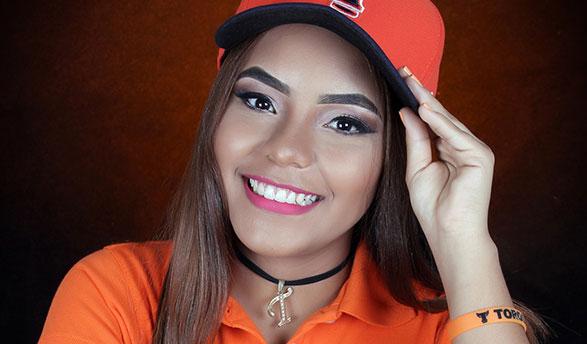 Melina de los Ángeles Elena González es la madrina de los Toros