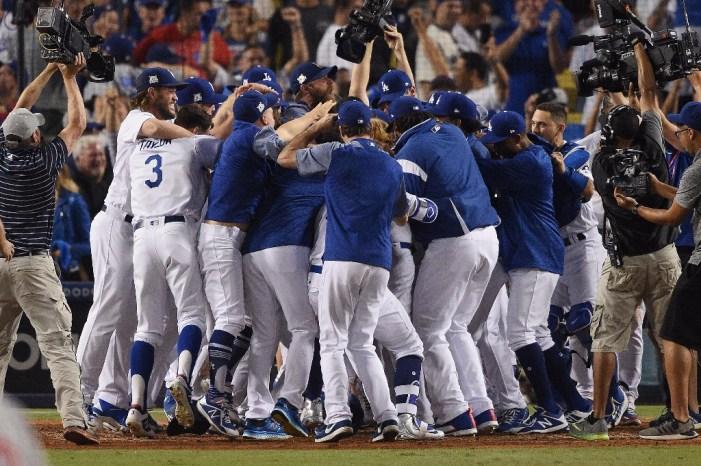 Dodgers gana a Chicago; está cerca de Serie Mundial 2017