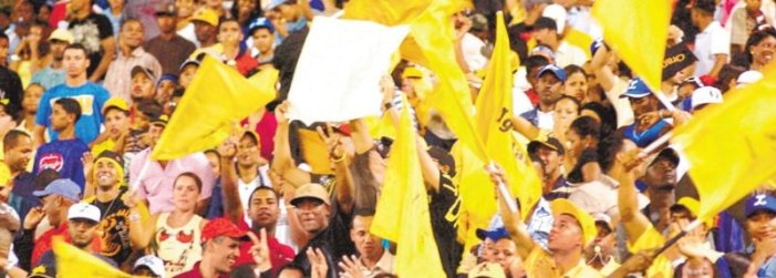 ¡Fanáticos Águilas tiran el grito! Por: FRANKLIN MIRABAL