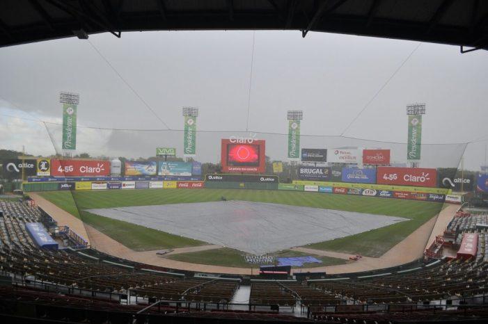 Cancelan partido Águilas-Leones por lluvia en el Estadio Quisqueya