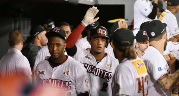 Los Gigantes complican la lucha por el liderato del campeonato al vencer a las Águilas