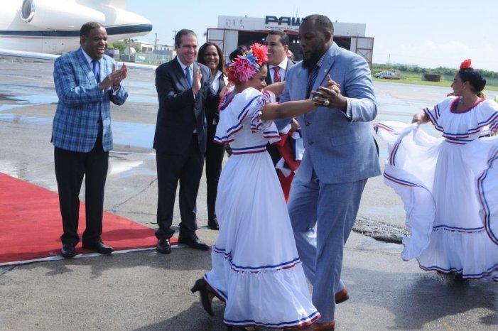 Vladimir Guerrero llega a Dominicana tras ser seleccionado al Salón de la Fama