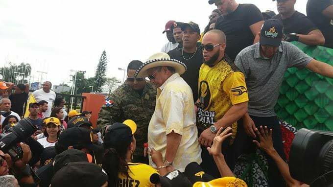 Roban a Yunesky Maya y presidente de las Águilas en medio de celebraciones