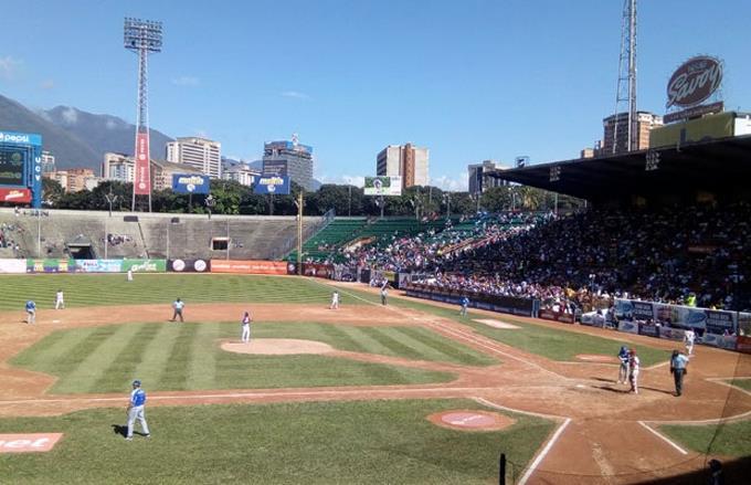 Crisis en Venezuela afecta al béisbol y a los fanáticos