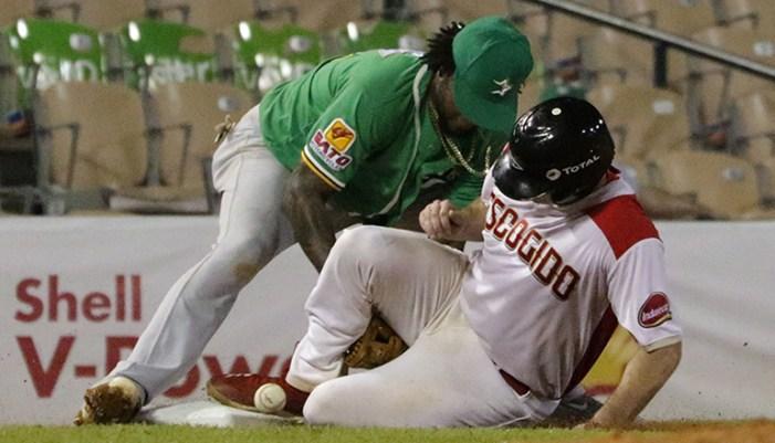 Peloteros podrían paralizar torneo si Soto no renuncia
