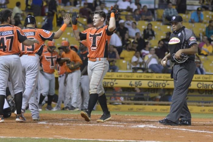 Toros ganan en Santiago guiados por Murphy y Almonte