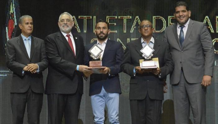 Vitelio Mejía y Winston Llenas dan toque Lidom a la premiación Atleta del Año de Santiago